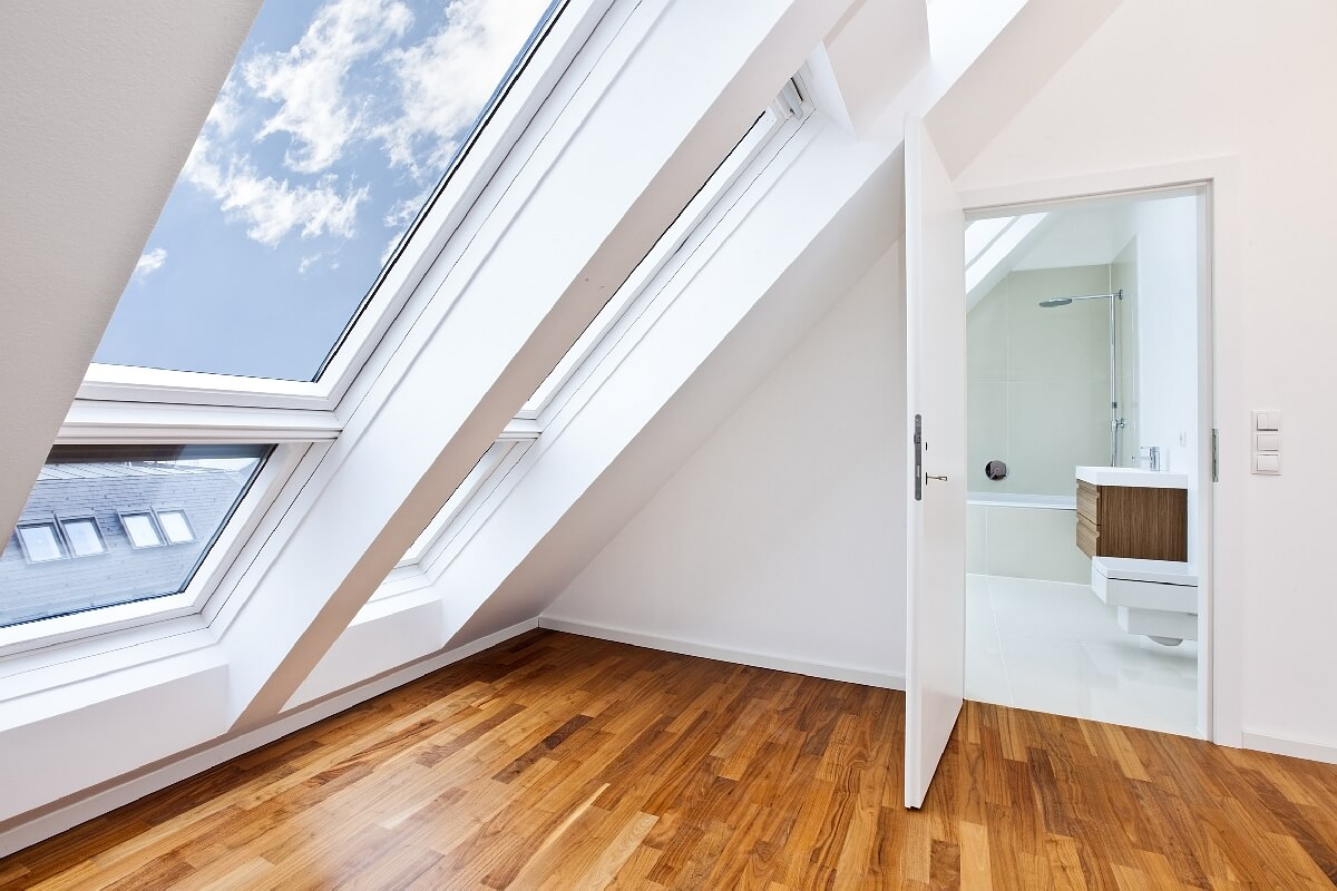 Modernes grosses Dachfenster von Innen